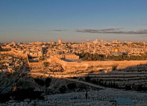 A Cidade Velha de Jerusalém ao entardecer (Free Israel Photos)