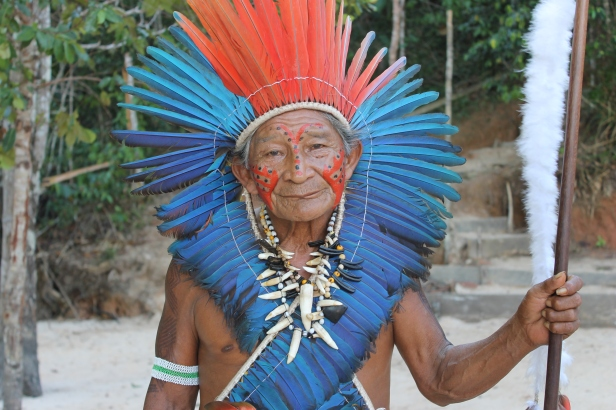Pajé Raimundo da Tribo Dessana Tikuna (foto: Thales Willian)