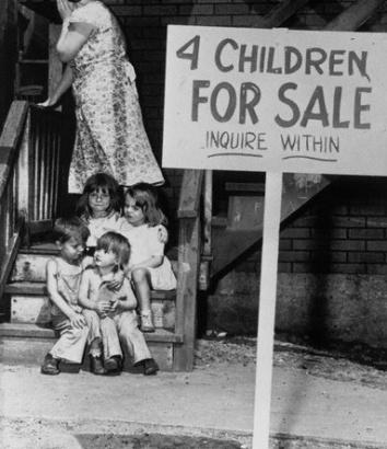 Em Chicago, em 1948, placar anuncia a venda de quatro crianças