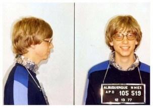 Bill Gates é fichado ao ser preso por dirigir sem habilitação, em 1977