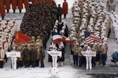 Em plena Guerra Fria, cerimônia de abertura dos Jogos Olímpicos de Inverno, em 1980, com as delegações da URSS, Iugoslávia e EUA lado a lado