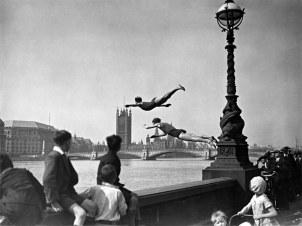 Mergulho no rio Tâmisa (Londres), em 1934