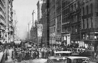 A esquina da Quinta Avenida com a Rua 42, em Nova York. em 1926
