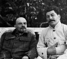 Lenin e Stalin em Gorki, nos arredores de Moscou em setembro de 1922