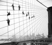 Pintura da Brooklyn Bridge, em Nova York, em 1914