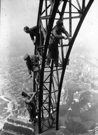 Pintura da Torre Eiffel, em Paris, em 1932