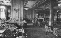 Salão de primeira classe a bordo do Titanic. em 4 de junho de 1912