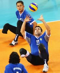 O bósnio Sabahudin Delalić em disputa de vôlei sentado (foto: Zimbio)
