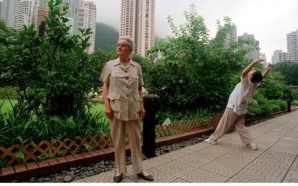 Clare Hollingworth em Hong Kong (foto: Julian Simmonds/Telegraph)